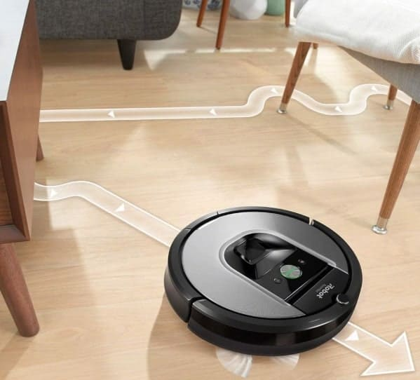 Robot Automated Vacuuming the floor